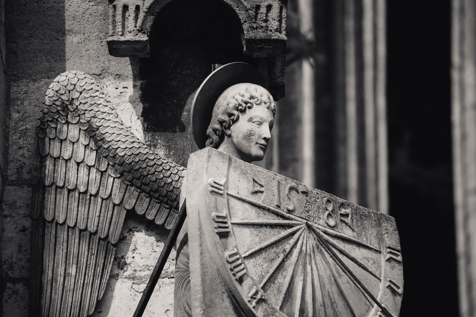 Angel with sundial, Cathédrale de Chartres, Chartres